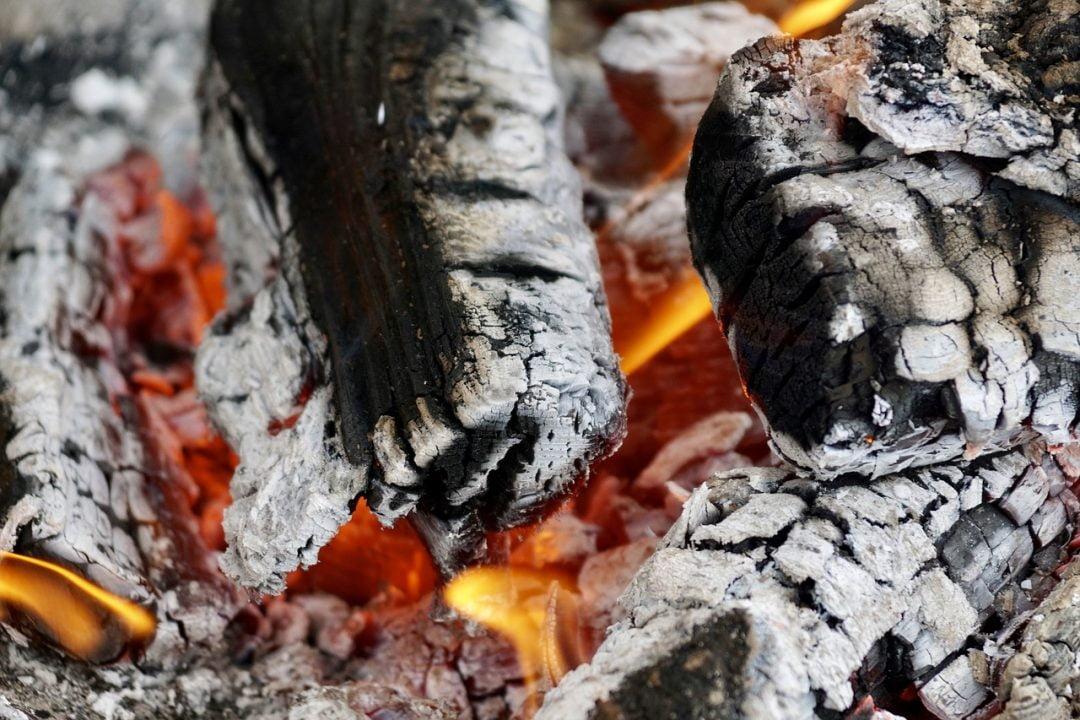 que faire des cendres de cheminée de bois