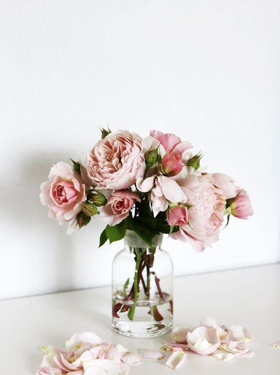 Fleurs roses en bouquets